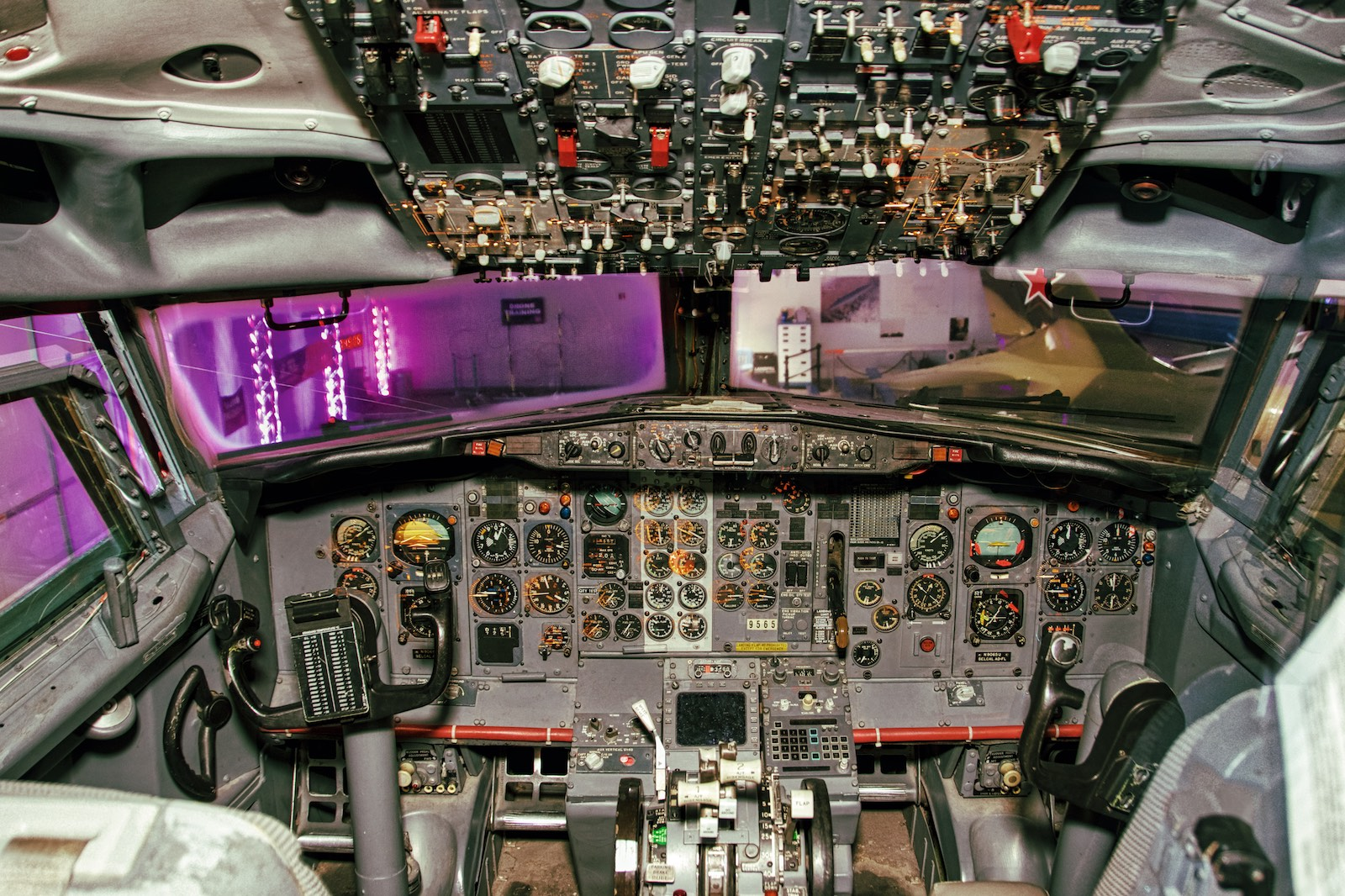 Hiller Aviation Museum 737