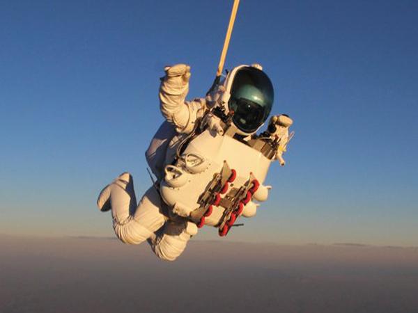 Free Falling – World's Highest Parachute Jump