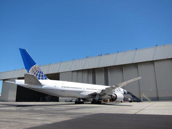 UA 777 13 W