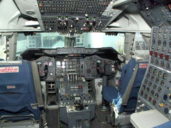 aircraft_747_cockpit_600x450px