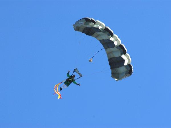 flying_leprechaun_1_600x450px