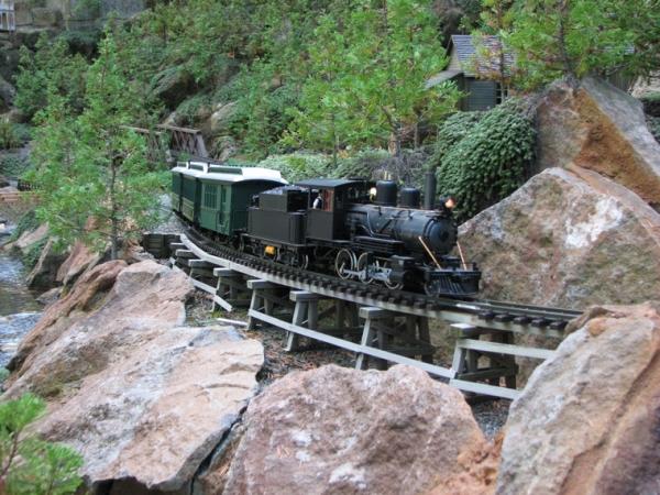 garden_railroad_1_600x450px